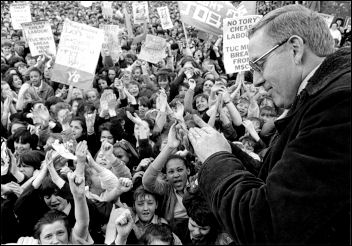 Terry Fields addressing a demonstration in support of Liverpool City Council in the 1980s, photo Dave Sinclair