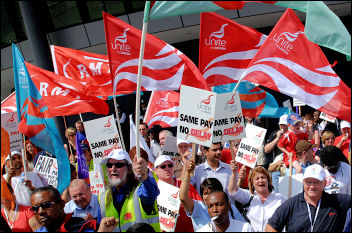 Bus workers demonstrate over pay, photo Paul Mattsson