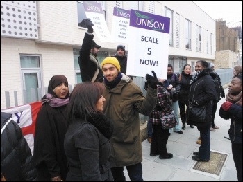 Strike at Horizon and Downsview special needs schools, 26.3.13, photo .