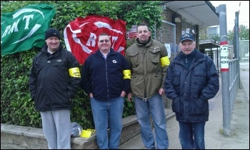 RMT tube strike Upminster picket, 29.4.14, photo by Bob Severn