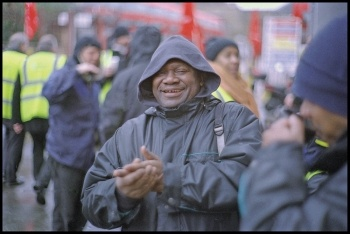 Bus drivers at the Clapton garage picket on 5 February 2015, photo Paul Mattsson