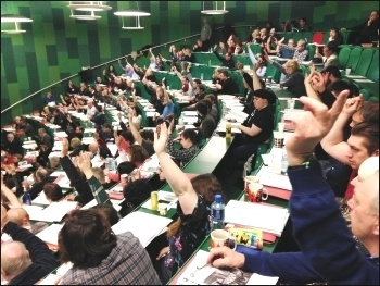 Socialist Party congress 2016 - Delegates voting, photo by Sarah Wrack
