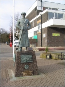 Memorial to Corby steelworkers, photo by Tim Heaton (Creative Commons)