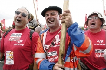 Workers on the march in France, photo Paul Mattsson