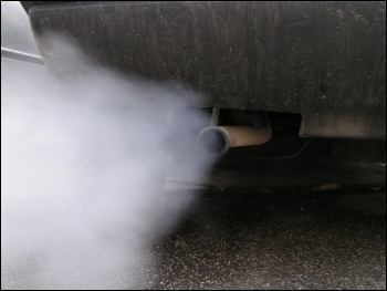 Car exhaust contains poisonous nitrogen oxides, photo Simone Ramella (Creative Commons)