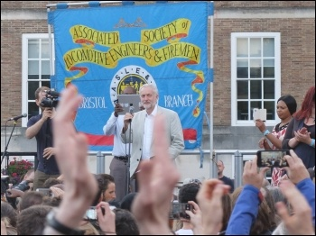 2,000 rallied for Jeremy Corbyn in Hull, 8.8.16, photo Matthew Carey