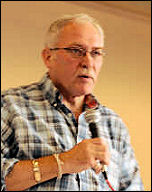 Brian Caton addresses the National Shop Stewards Network conference 2009, photo Suzanne Beishon