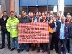 Postal workers protest against scabbing managers, photo Bob Severn