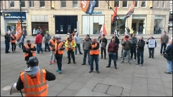GMB strike, Amey, protesting outside Sheffield town hall, 10.10.16, photo by A Tice