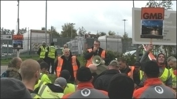Sheffield bin workers on strike, supported by the Socialist Party, 27.10.16, photo A Tice
