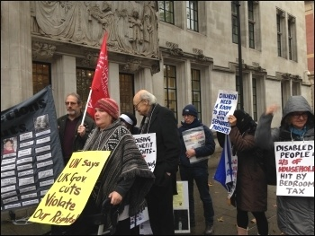 Anti-bedroom tax campaigners, Nov 2016, photo by Amalia