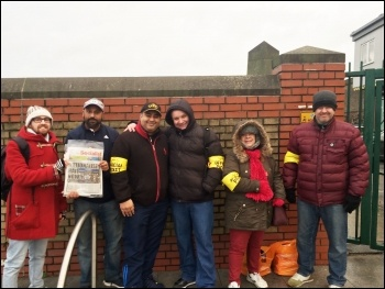 Picket line at Leystonstone station, 9.1.17, photo Isai Priya