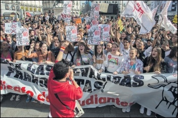 Spanish students marching against attacks on education by the previous PP government, photo Sindicato de Estudiantes