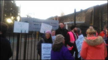 Teachers' strike at Westway primary in Sheffield, 6.12.17, photo by A Tice
