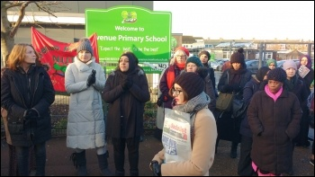 Pickets at Avenue School, 14.12.17, photo by James Ivens