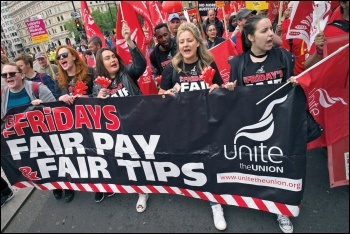 TGI Friday workers marching on the TUC demo, 12.5.18, photo by Paul Mattsson