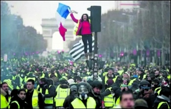 Gilets jaunes flood the Champs-Élysées in Paris, photo Kris Aus67/CC