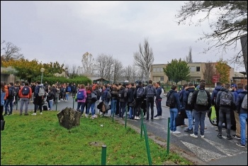 School students in Carmaux, France, blockade their lycée against attacks on education, 7.12.18