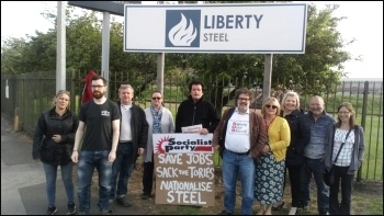 Solidarity protest outside the plant, 23.5.19, Photo by A Tice