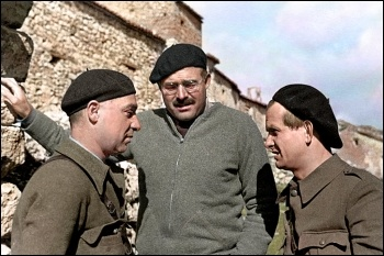 Ernest Hemingway (centre) in Spain during the war, photo Cassowary/CC