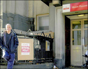 Postal workers on strike in 2007, photo Paul Mattsson