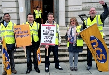 PCS members striking against Labour's cuts, photo Paul Mattsson