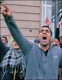 Chanting against the far right EDL in Bradford, photo Paul Mattsson
