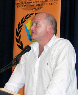Bob Crow, RMT General Secretary, addresses the National Shop Stewards Network conference July 2007, photo Dave Carr