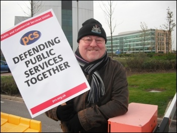 PCS pickets at Cobalt Park Jobcentre Plus call centre, photo Elaine Brunskill