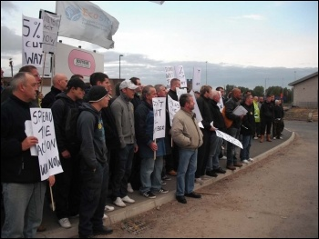 Construction workers protest outside Tyne tunnel site, 21.09.11, photo Elaine Brunskill