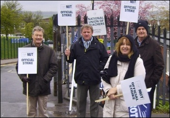 Strike at Swinton Comprehensive school in Rotherham, 27.4.12, photo by Alistair Tice