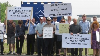 Strike at Sussex Downs College, 24.5.12, photo by Phil Clarke