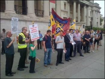 National Gallery workers strike, 27.7.12, photo by Kevin Parlsow